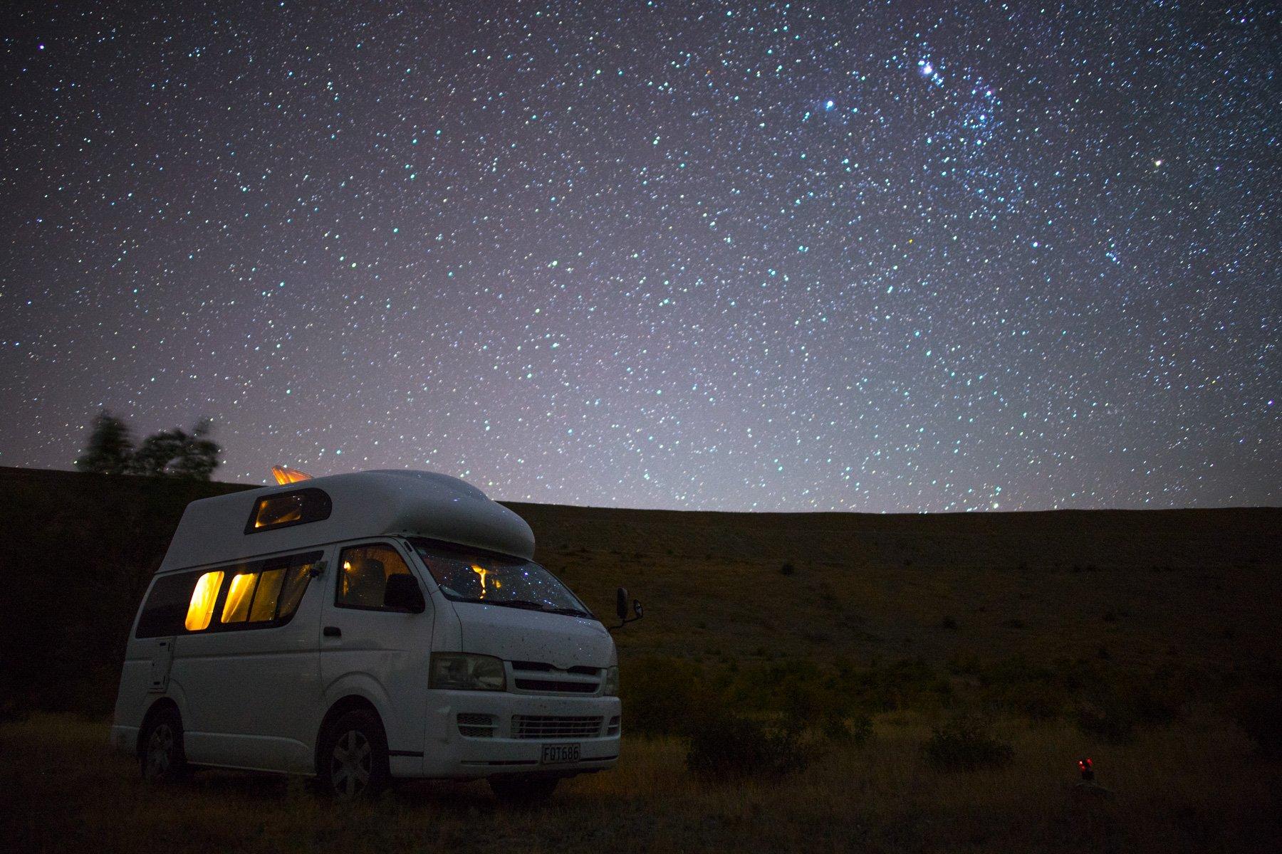 Toyota-Hiace-Camper-night-sky-stars-newzealand